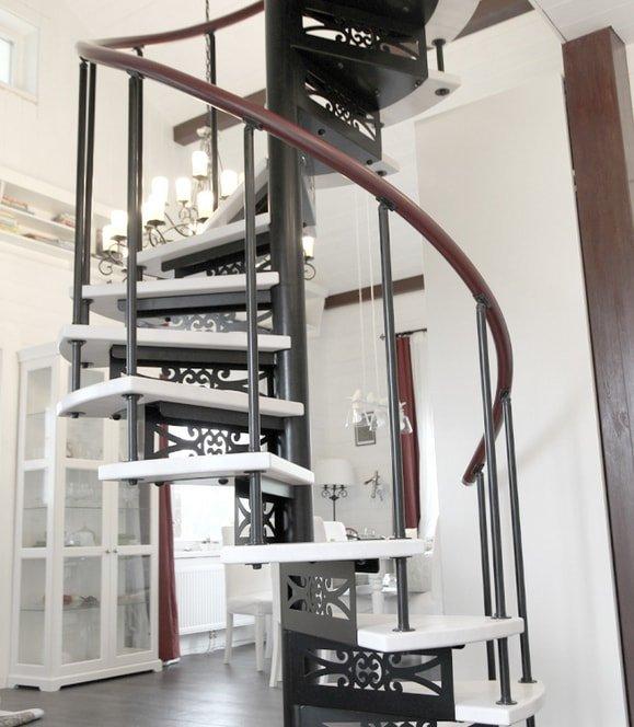 Лестницы на металлическом каркасе после