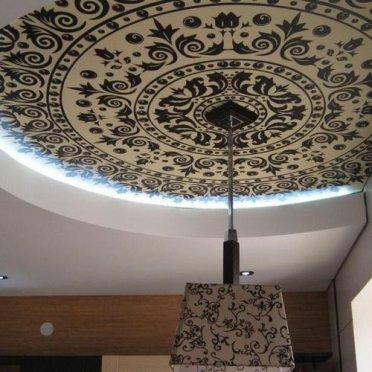 Двухуровневый натяжной потолок фотопечать орнамент