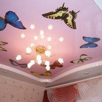 Натяжной потолок фотопечать бабочки