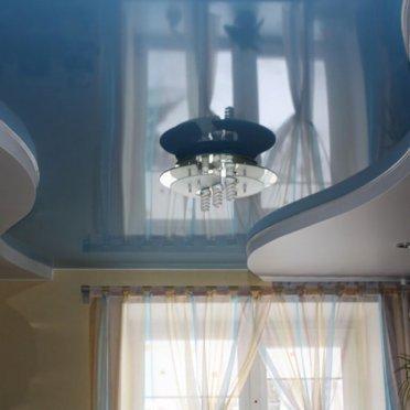 Двухуровневый натяжной потолок криволинейный