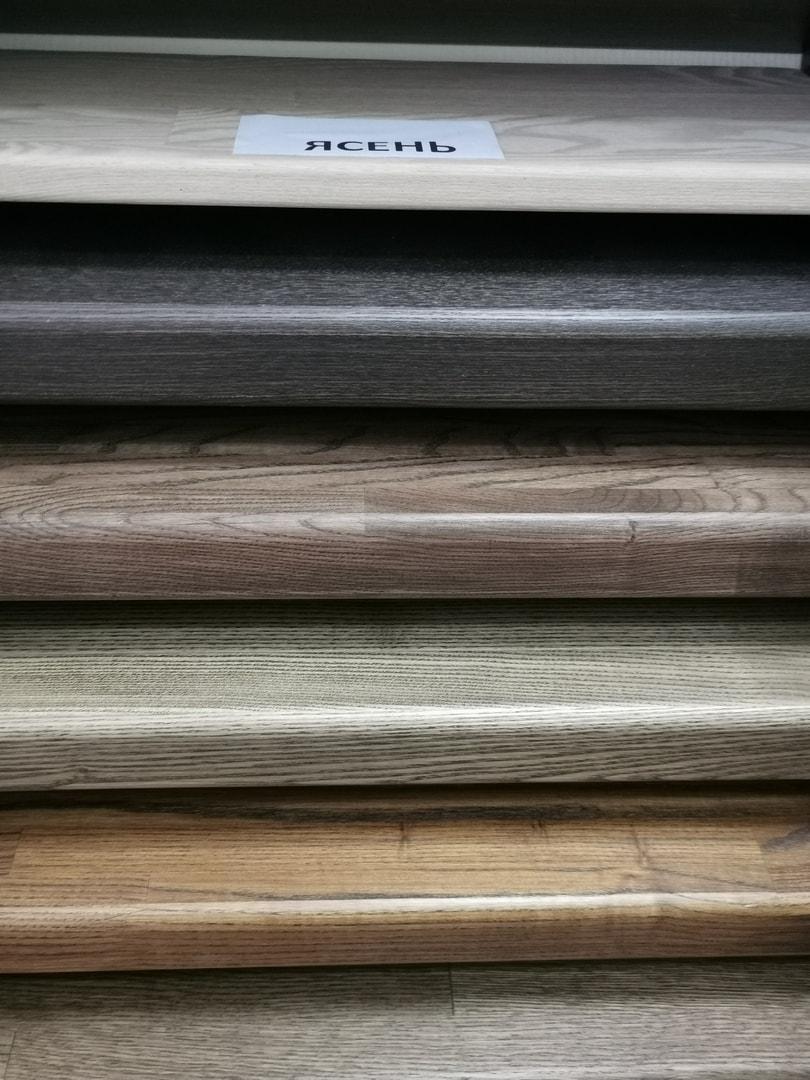 Ступени из ясеня для лестниц на металлическом каркасе