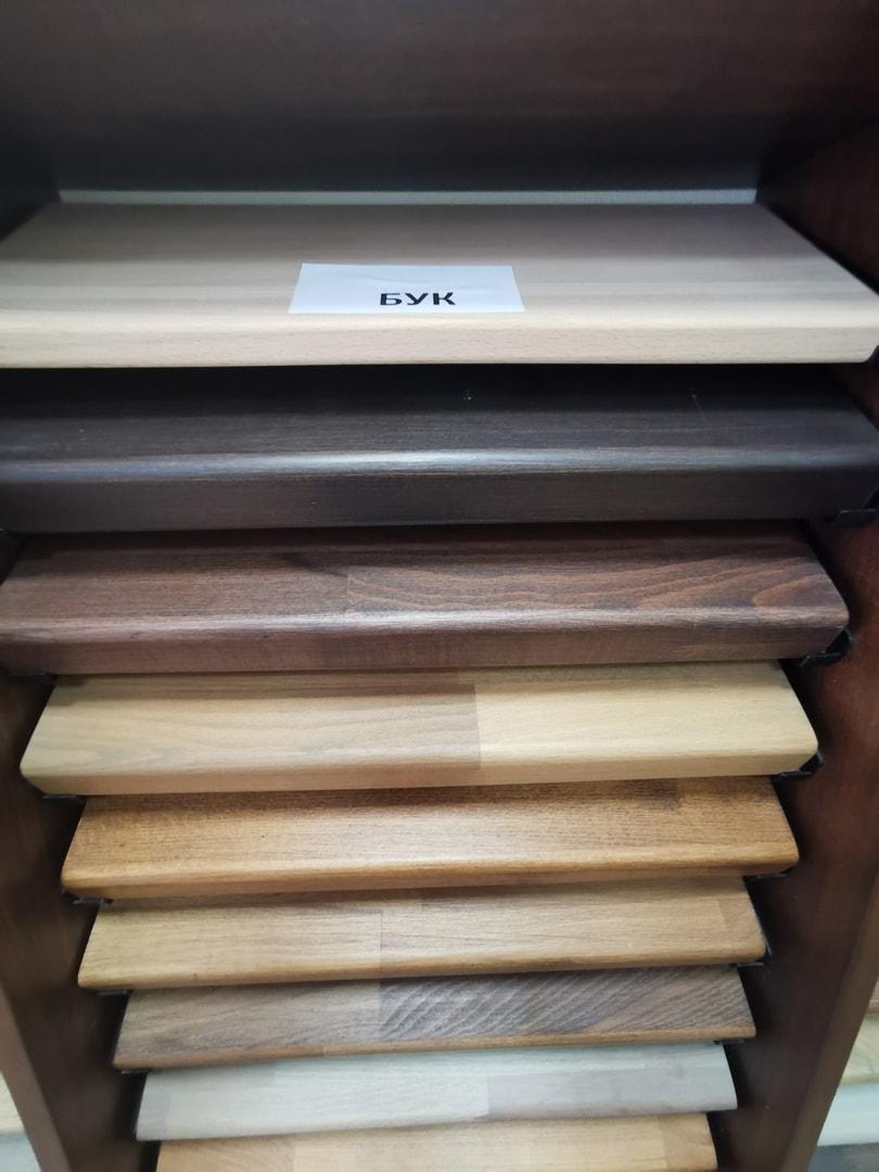 Деревянные ступени из бука для лестниц на металлическом каркасе