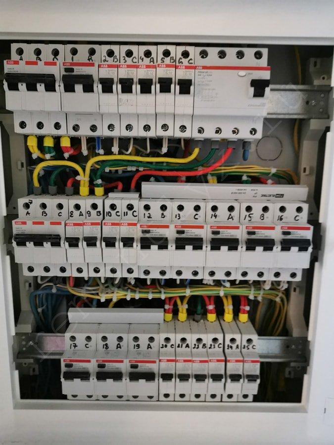 3 этап ремонта — разводка чернового электромонтажа по стенам, потолку и полу